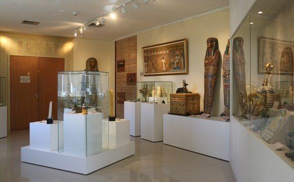 3a-sala-do-museu-dedicada-aos-textos-funerarios-do-egito-antigo-e1475246154676